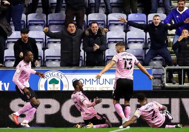 Callum Paterson del Sheffield Wednesday celebra su segundo gol el 28 de septiembre de 2021