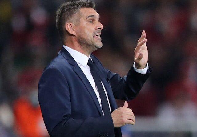 El entrenador del Lille, Jocelyn Gourvennec, da instrucciones a sus jugadores el 14 de septiembre de 2021