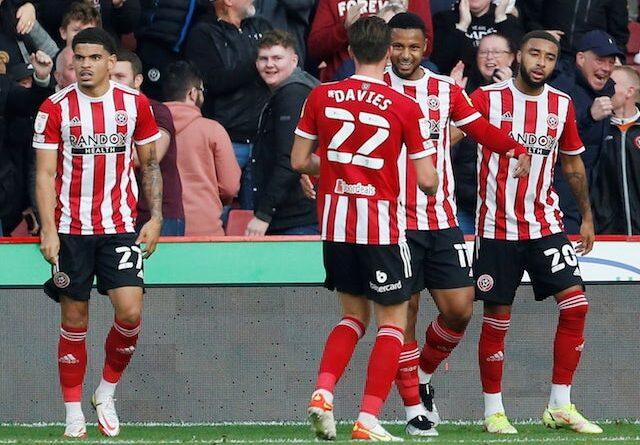 Lys Mousset del Sheffield United celebra su primer gol con sus compañeros el 16 de octubre de 2021