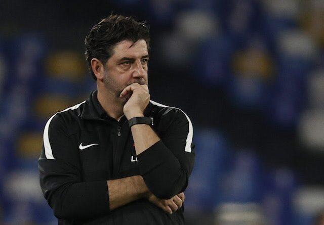 El técnico del Spartak de Moscú, Rui Vitoria, reacciona el 30 de septiembre de 2021