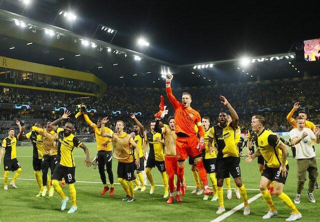 Los jugadores del Young Boys celebran tras el partido del 14 de septiembre de 2021